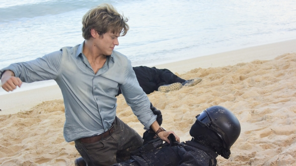 MacGyver takes a swing at someone on the beaches of Hawaii.
