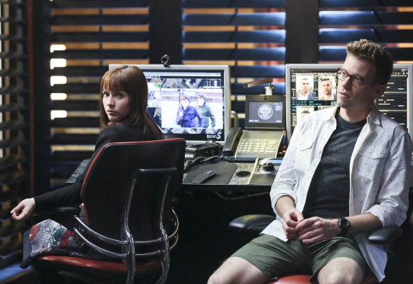 Renée Felice Smith as Intelligence Analyst Nell Jones and Barrett Foa as Tech Operator Eric Beale