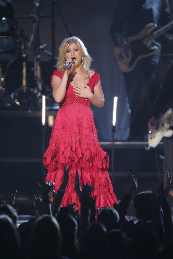 Kelly Clarkson scheduled to perform on the 48th annual ACM Awards