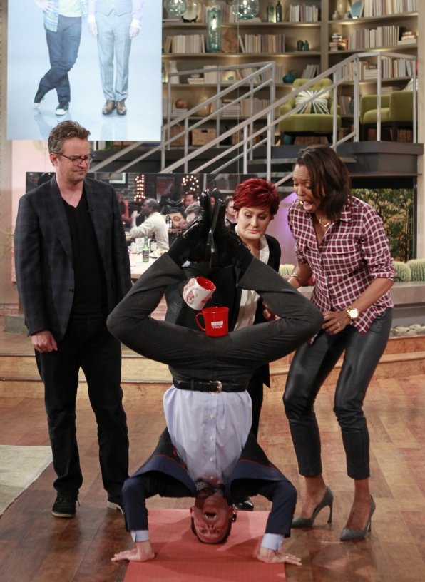 "1. The Stars Of ""The Odd Couple"" Did Yoga!"