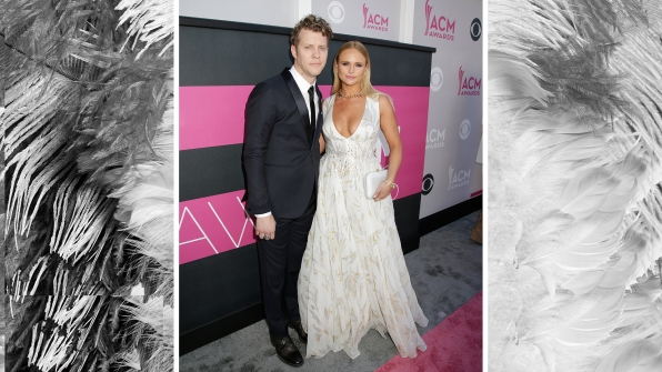 Miranda Lambert, flanked by her beau, Anderson East, glides down the red carpet in an angelic white dress with a sparkly choker.