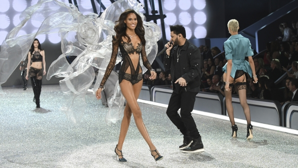 Cindy Bruna walks to The Weeknd's beat.