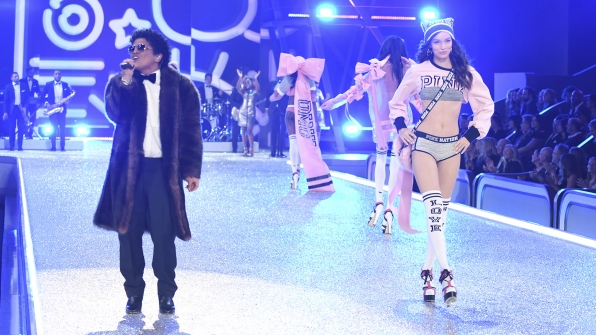 Luma Grothe sashays past Bruno Mars during the PINK segment.