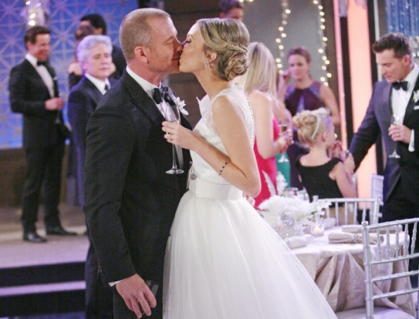 Stitch and Abby had a sparkly, NYE wedding on Y&R.
