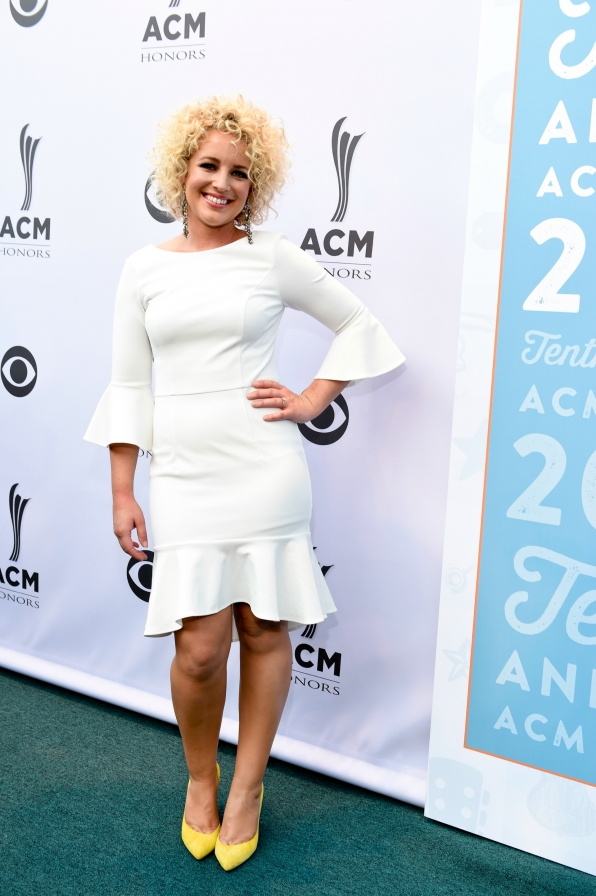 Cam was white hot on the ACM Honors red carpet.