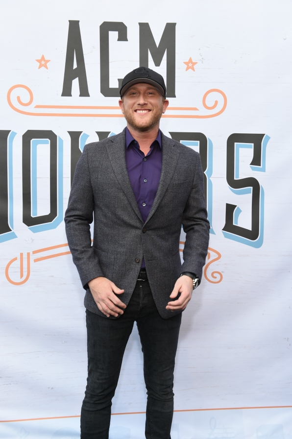 "Cole Swindell was ""Chillin' It"" down the carpet."