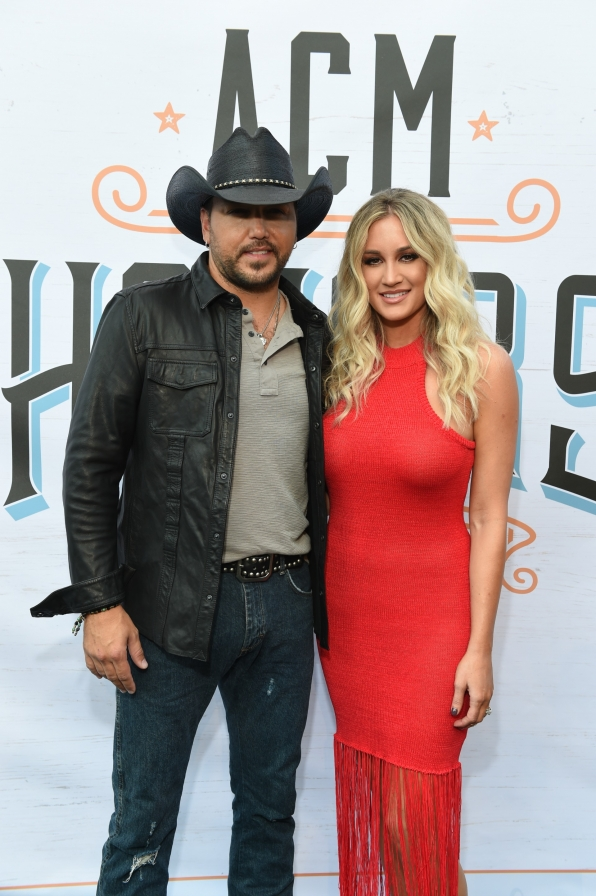 Jason Aldean rocked the carpet like it was his kinda party.