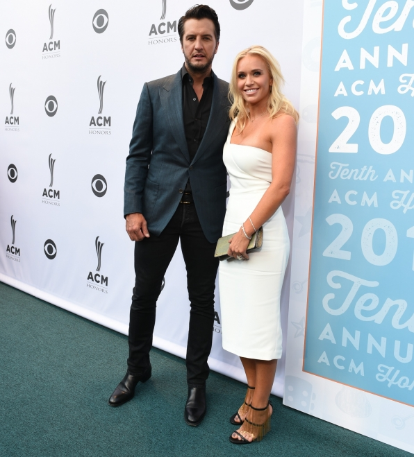 Luke Bryan kicked dust up on the ACM Honors carpet.