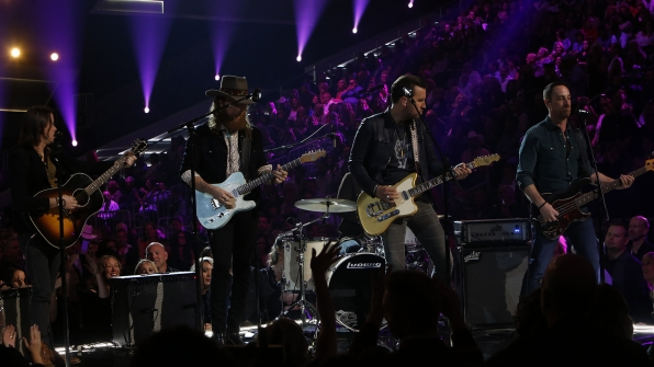 "Brothers Osborne performs ""It Ain't My Fault"" at the 52nd ACM Awards"