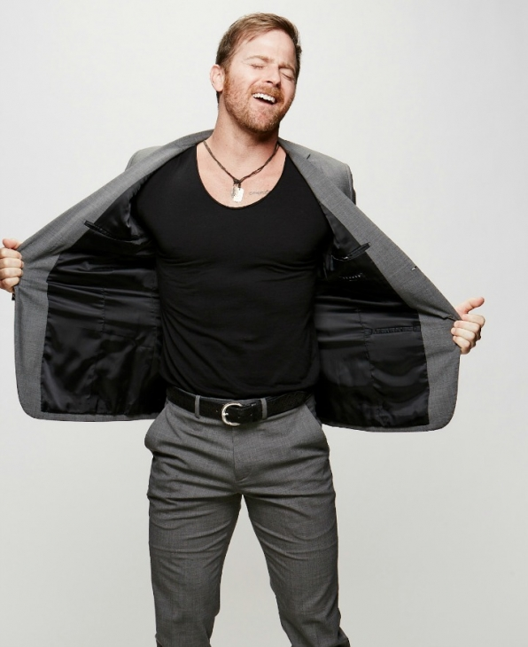 """Kip Moore taps into our """"Heart's Desire."""""""