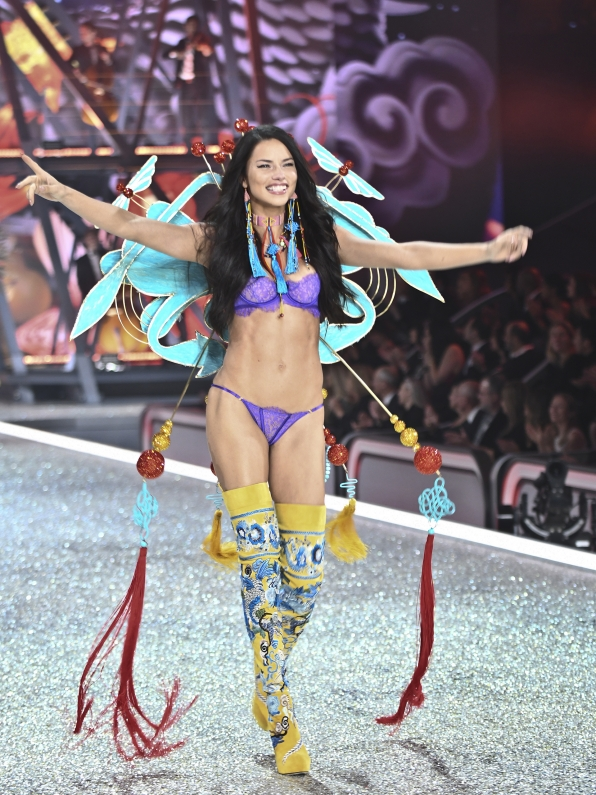 Angel Adriana Lima looks positively fierce in all this fringe.