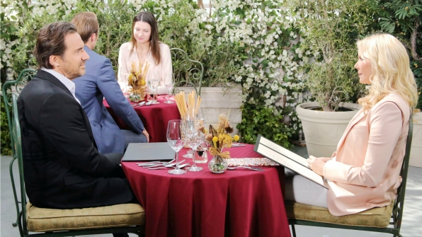 A chance run-in at Il Giardino leads to an awkward lunch between Brooke and Ridge.
