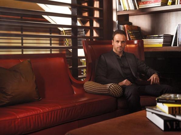 Jonny Lee Miller looks dashing in all black