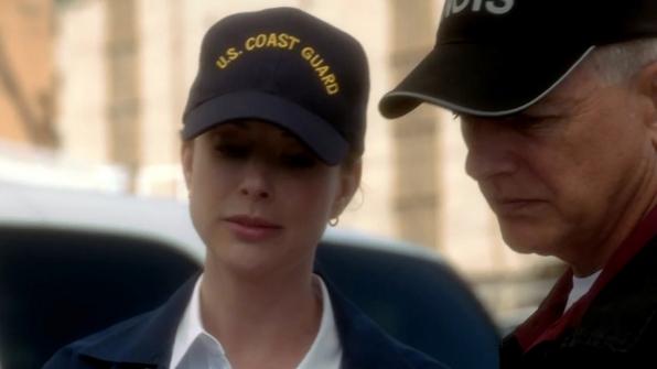 2. She wears her cap just like Gibbs.