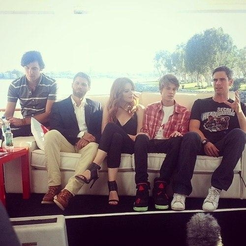 18. The Under the Dome Cast Learn How to Squish on One Couch