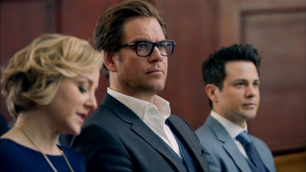 Marissa Morgan (Geneva Carr), Dr. Jason Bull (Michael Weatherly), and Benny Colon (Freddy Rodríguez) in Bull
