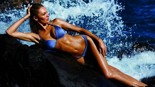 Model Candice Swanepoel werked the waves.