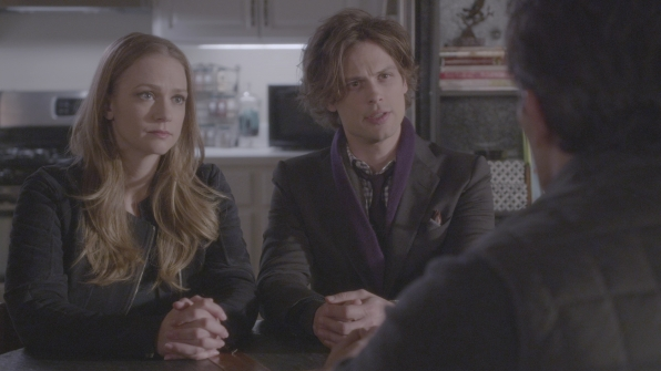 JJ and Reid talk to a victim's loved one.