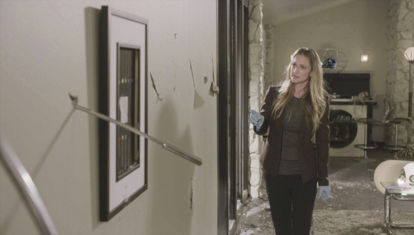 SSA Jennifer Jareau explores the crime scene.