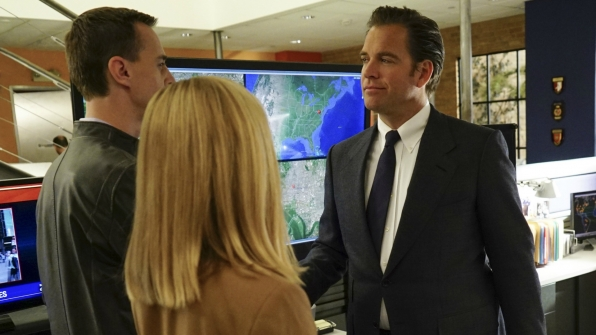 McGee and DiNozzo shake hands.