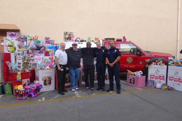 Billy Gardell & Reno Wilson's Toys For Tots donation