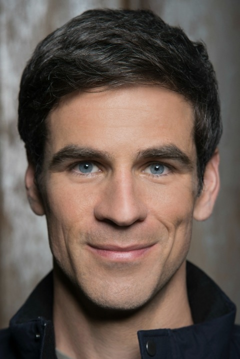It's Eddie Cahill, who plays Sam Verdreaux, in </i>Under The Dome!</i>