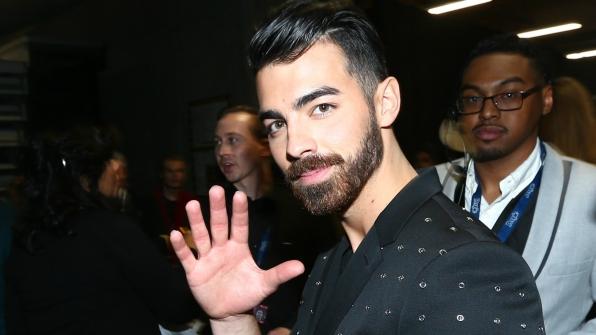 "Joe Jonas always has time to say, ""Hello."""
