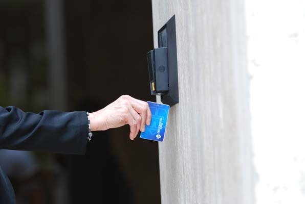 A wall-mounted credit card device makes cash withdrawal a breeze.