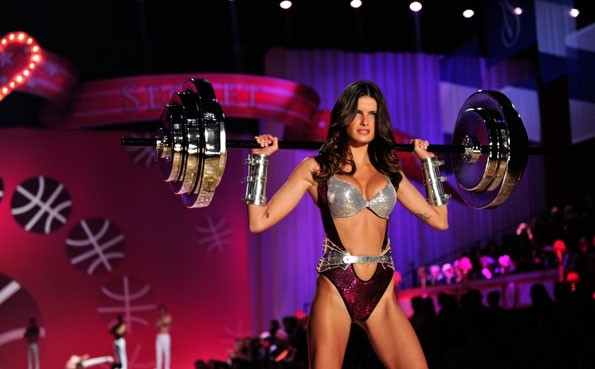 "Isabeli Fontana put some muscle into the ""Tough Love"" segment."