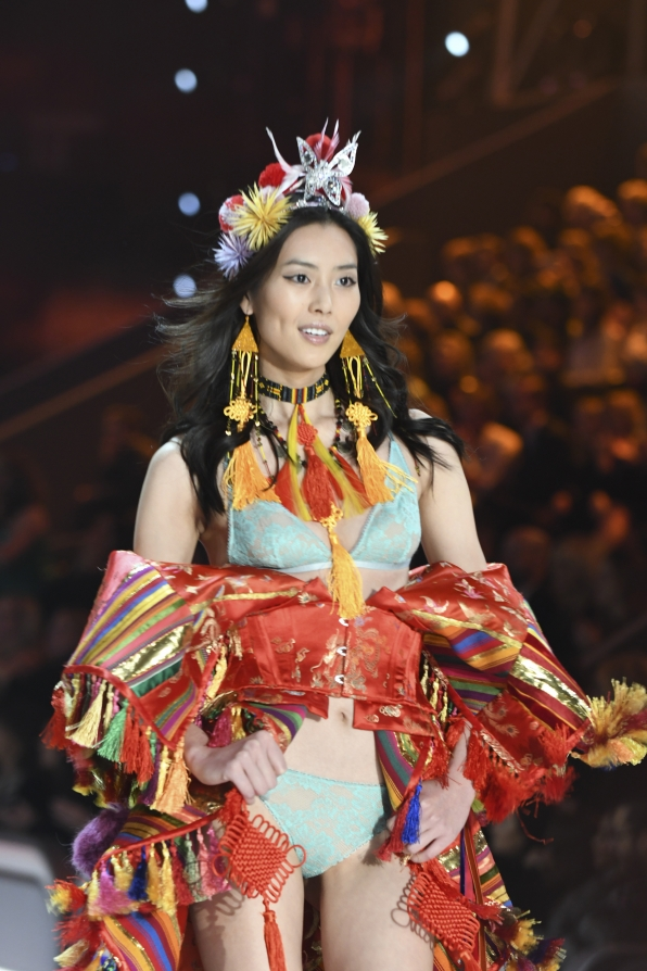 We love Liu Wen's look, from her off-the-shoulder red robe to the silver butterfly on her ornate headdress.