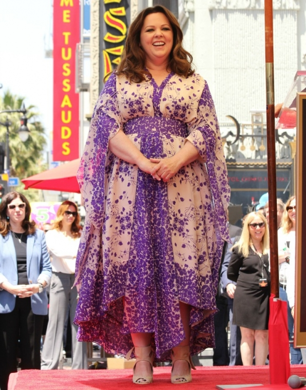 2. Mike & Molly star dazzled in spring print