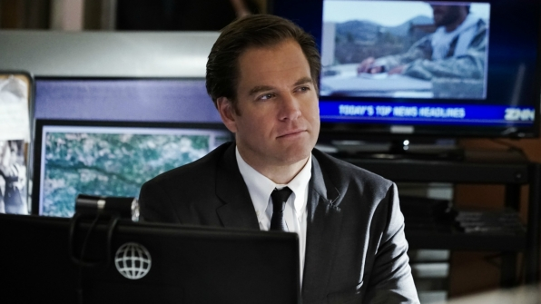 DiNozzo thinks about the case.