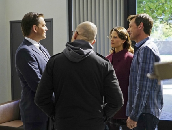 DiNozzo finds himself face-to-face with Jeanne once again.