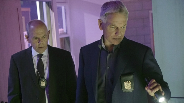 Fornell and Gibbs join forces to investigate a serious crime.
