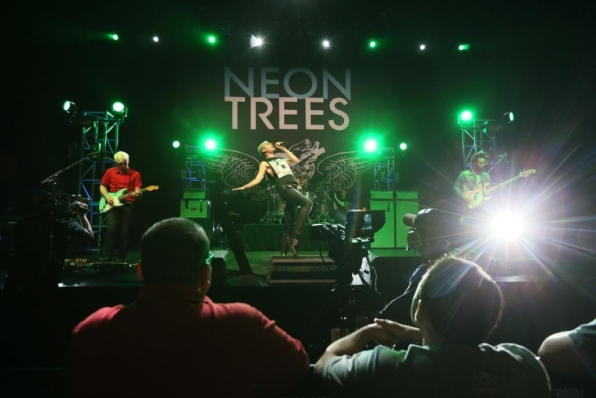 Fans Watch Neon Trees Perform
