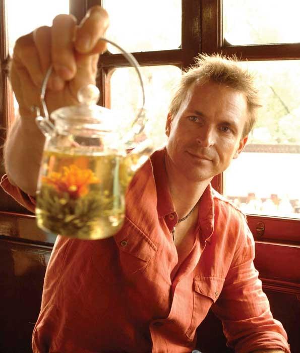Phil Keoghan in Shanghai. Jeffrey R. Staab/CBS ©2006