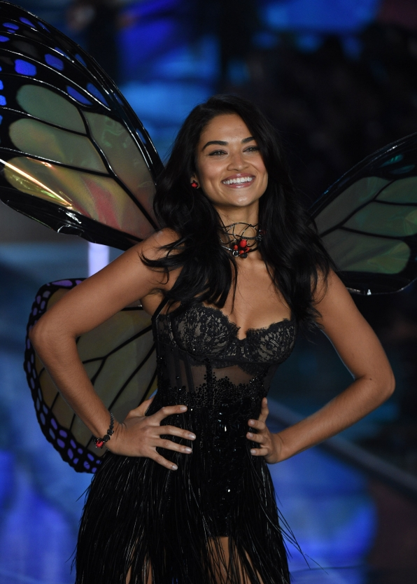 Shanina Shaik marches like a model monarch down the 2015 VS runway