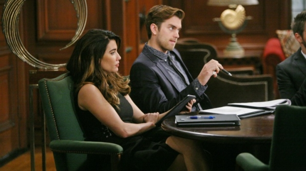 Steffy plays mediator between Ridge and Thomas in an attempt to mend their relationship.
