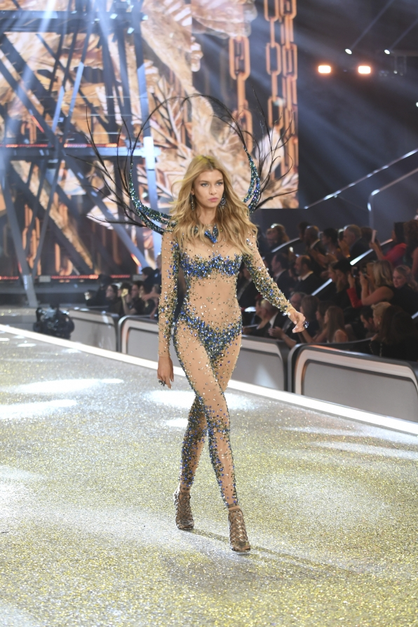Stella Maxwell was born to shine in this incredible crystal-coated bodysuit.