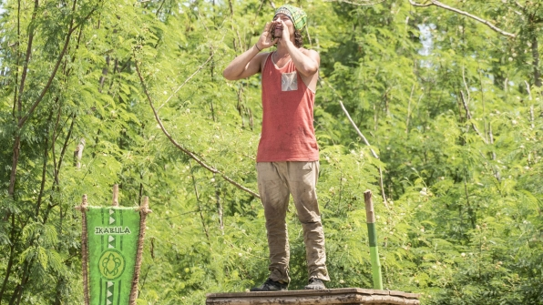 Jay calls out to give his tribe mates guidance through the Reward challenge.