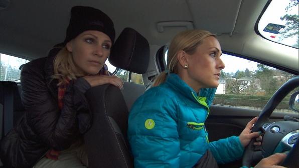 Jennifer and Caroline in Season 24 Episode 9