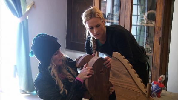 Jennifer and Caroline in Season 24 Episode 8