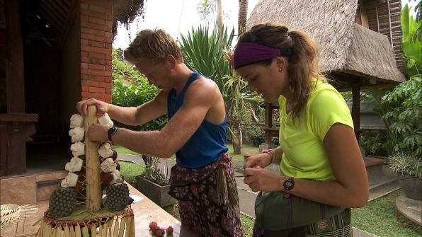 "Assembling a Gebogan in ""I Love Monkeys!"" Episode 4 of Season 22"