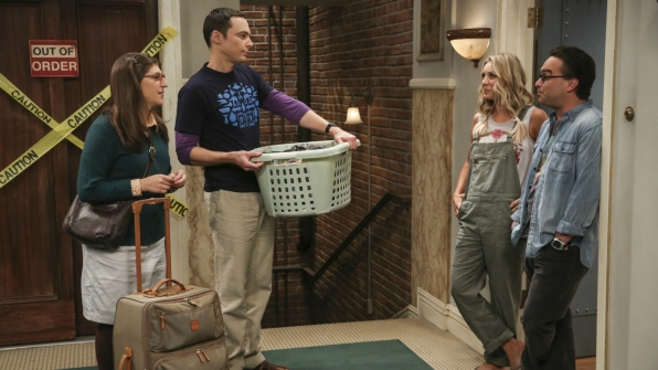 Sheldon and Amy gather their belongings for the big move day.