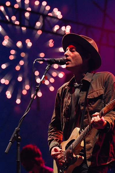 The Wallflowers Perform