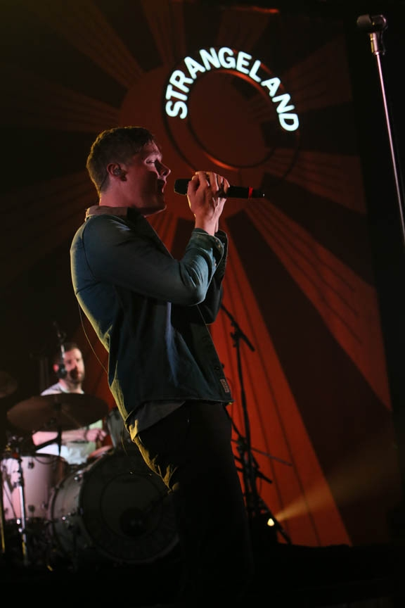 Keane Performs a Soundcheck