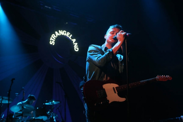 Keane's Tom Chaplin Performs a Soundcheck