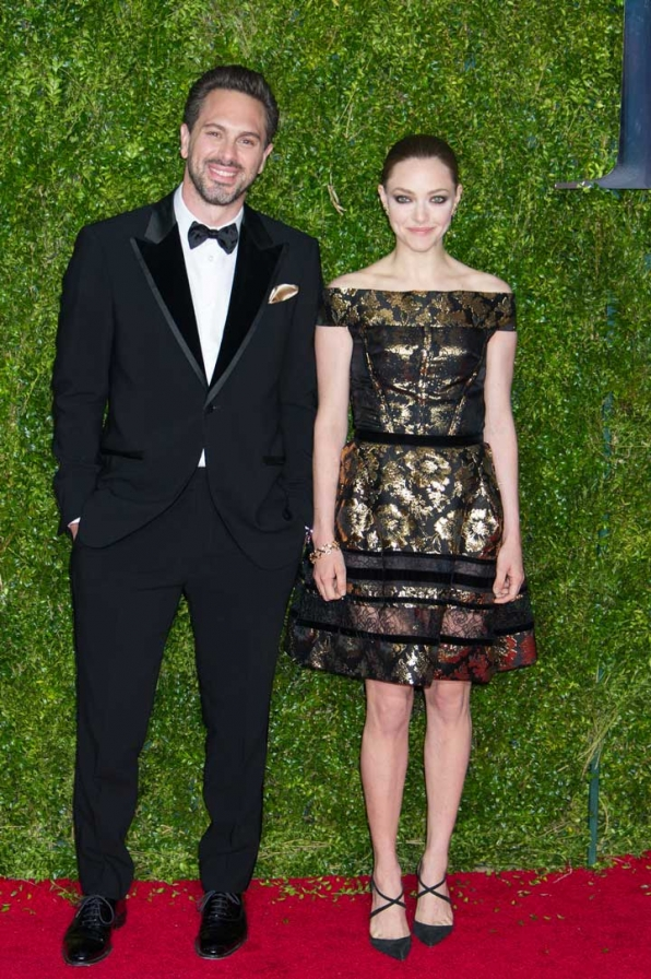 6. Thomas Sadoski and Amanda Seyfried