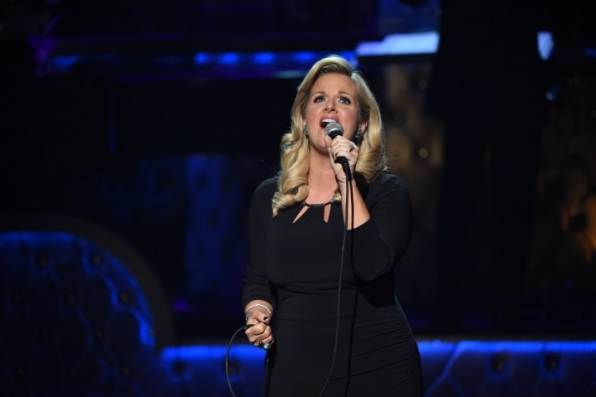 13. Trisha Yearwood sways to a sentimental song.