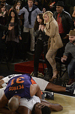 First Look: Max And Caroline Cause Courtside Chaos On 2 Broke Girls